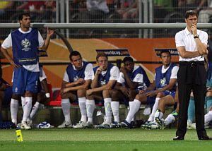 Van Nistelrooy y Van Basten compartieron banquillo en el Portugal 1 Holanda 0. (Foto: AFP)