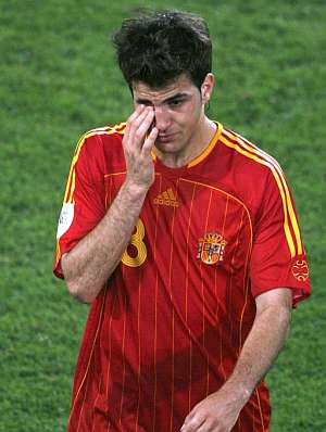 Cesc salió llorando del terreno de juego.(Foto: EFE)