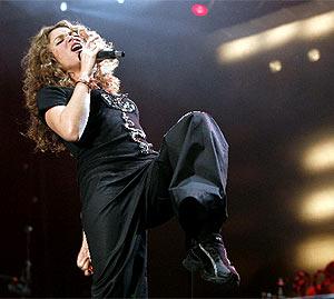 Shakira, durante una reciente actuación. (EFE)