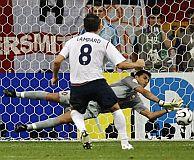 Lampard falla ante Ricardo. (Foto: AP)