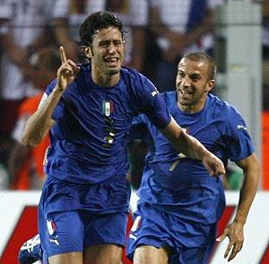 Grosso y Del Piero festejan el primer gol. (Foto: REUTERS)