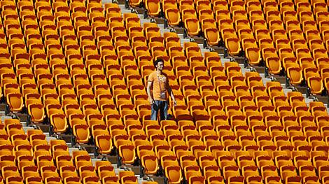 Un aficionado holandés, en las gradas de Soccer City. | Afp