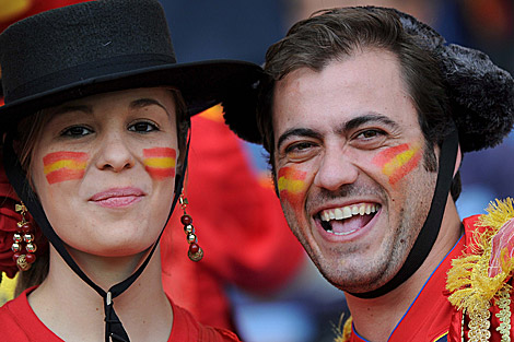 Seguidores españoles en Durban, antes de la derrota. | Efe
