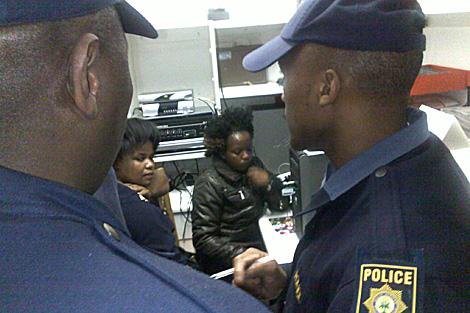 Las dos mujeres detenidas en Port Elizabeth. | David Gistau