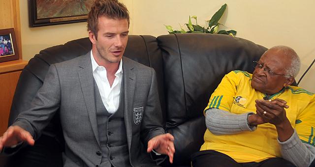 Beckham charla con Desmond Tutu, Nobel de la Paz. (AFP)