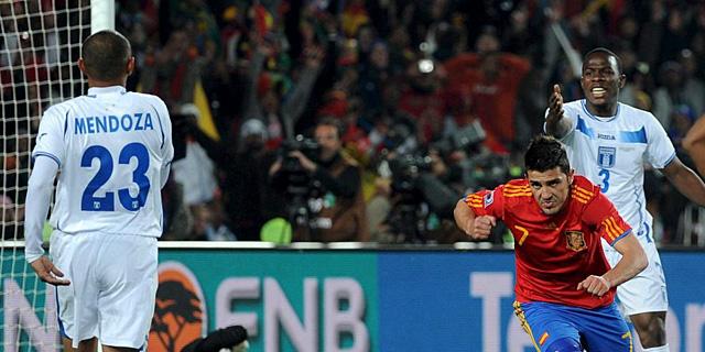 David Villa festeja su primer gol ante Honduras. (EFE)