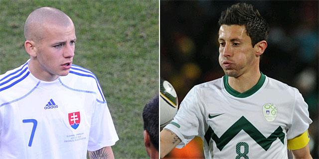 Weiss (i) de la selección eslovaca y Koren (d) de la selección eslovena.