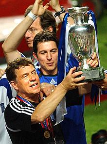 Rehhagel, en la Eurocopa de 2004. | Ap