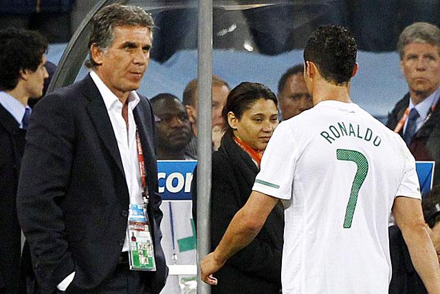Queiroz y Cristiano, tras perder con España. (Foto: EFE)