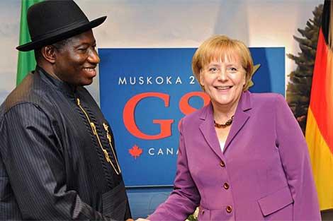 Goodluck Jonathan, junto a Ángela Merkel. (EFE)