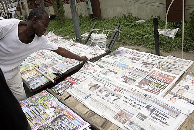 El miercoles, la noticia de que Jonathan había suspendido a la selección nigeriana, invadía las portadas de los diarios. (Foto: FP)