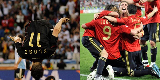 Dos maneras de celebrar goles: Klose y la 'piña' de España.