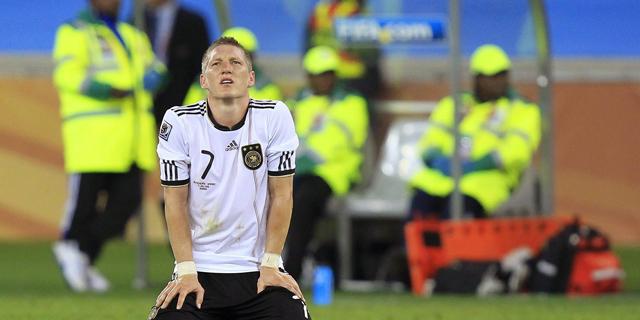 Schweinsteiger se lamenta el pasado miércoles tras caer eliminado ante España. | Efe