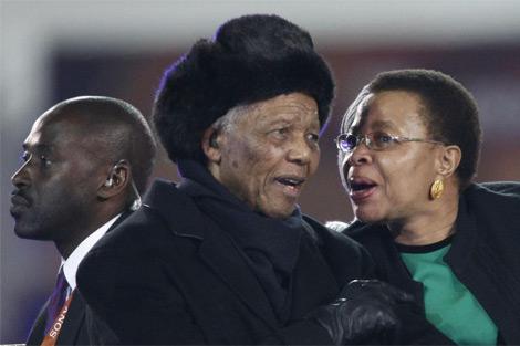 Mandela, en un momento de su aparición. (EFE)