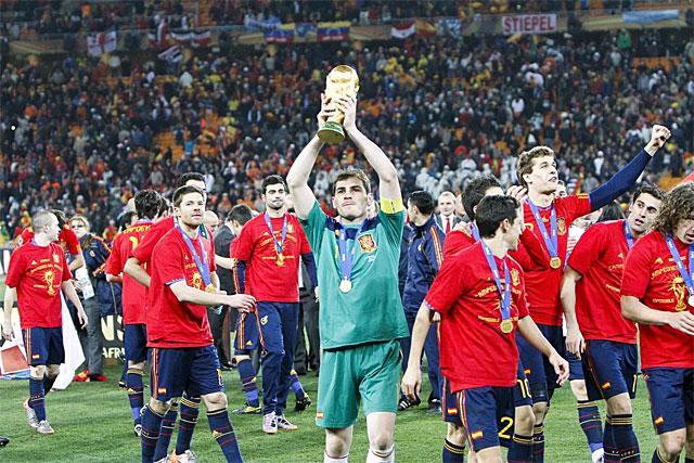 Iker Casillas, alzando la Copa del Mundo. | Carlos García Pozo
