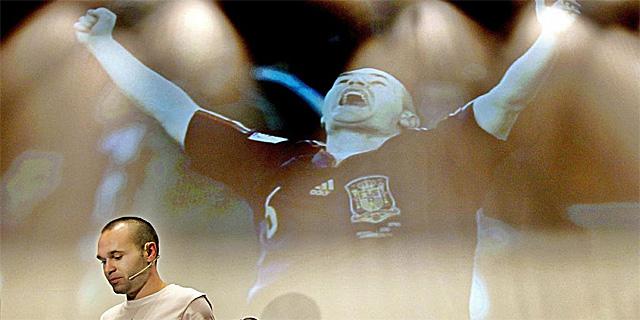 Iniesta, a su llegada en Barcelona.   Efe