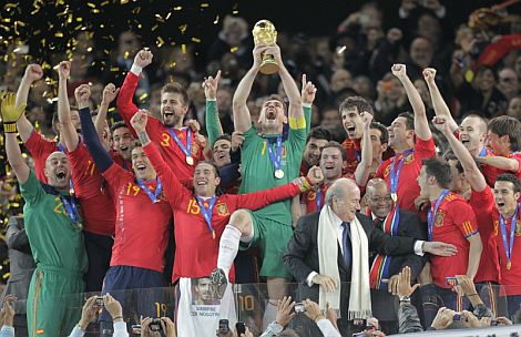 La selección española celebra su victoria en la final. | Afp