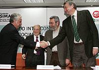 Los secretarios generales de CCOO, José María Fidalgo (d), y UGT, Cándido Méndez (2d), junto a los presidentes de la CEOE, José María Cuevas (2i), y la CEPYME, Jesús Bárcenas. (Foto: EFE)