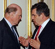 El ministro de Finanzas británico, Gordon Brown, con el secretario del Tesoro de EEUU, John Snow. (Foto: AP)