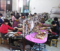 Los bajos costes laborales, la gran ventaja competitiva china . (Foto: JUAN PABLO CARDENAL)