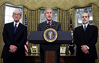 Alan Greenspan, George Bush y Ben Bernanke. (Foto:AFP)