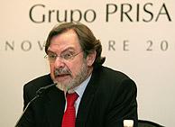 Juan Luis Cebrián, consejero delegado de Prisa, en la rueda de prensa ofrecida con motivo de la OPA. (Foto: EFE)
