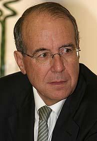 El presidente del Tribunal de Defensa de la Competencia, Luis Berenguer. (Foto: EFE)