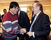 Evo Morales, presidente de Bolivia y Antonio Brufau, presidente de Repsol, en un almuerzo el pasado 4 de enero. (Foto:AP)