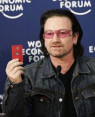 Bono, con la Tarjeta Roja, uno de los productos de la nueva marca. (Foto: AFP)