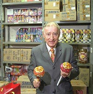 El fallecido fundador de Chupa Chups, Enric Bernat, en una imagen de 1998. (Foto: EL MUNDO)