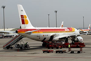 Iberia ha perdido la concesión del aeropuerto de Barcelona. (Foto: ANTONIO MORENO)