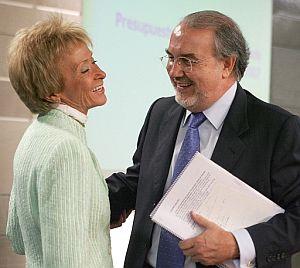 El vicepresidento ecónomico, Pedro Solbes, junto a la vicepresidenta primera del Gobierno, María Teresa Fernández de la Vega. (Foto: EFE)