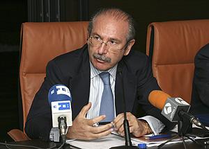 Luis del Rivero en rueda de prensa tras el anuncio de la compra de Repsol (Foto: EFE)