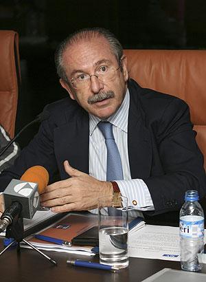 Luis del Rivero en una rueda de prensa tras anunciar la compra en Repsol. (Foto: EFE)
