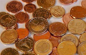 Euros acuñados en Eslovenia, país que ingresa en la zona euro en 2007. (Foto: AP)