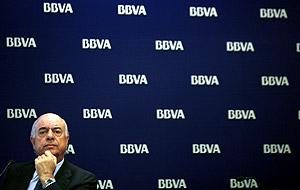 El presidente del BBVA, durante la presentación de la operación. (Foto: EFE)