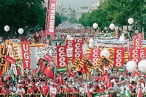 Miles de trabajadores salieron a la calle en Madrid el 20 de junio de 2002 para protestar por el 'decretazo'. (Foto: Jaime Villanueva)