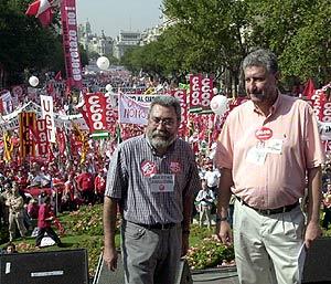 El secretario general de UGT, Cándido Méndez, y el de CCOO, José María Fidalgo, durante la huelga general del 20 de junio de 2002. (Foto: EFE)