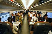 Los primeros pasajeros chinos de la alta velocidad. (Foto: AP)