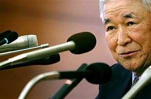 El gobernador del Banco de Japón, Toshihiko Fukui, anuncia que los tipos de interés seguirán estables. (Foto: AP)