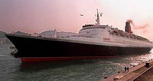 El Queen Elizabeth 2, llegando al puerto de Hong Kong. (Foto: AFP)