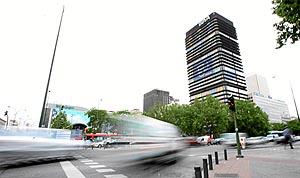 Edificio del BBVA en el Paseo de la Castellana de Madrid. (Fot: José Aymá)
