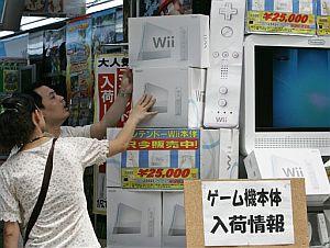 La Wii, que vale 250 euros en España, es la consola estrella en Japón. (Foto: AP)