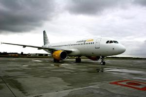 La caída de las tarifas pasó factura a Vueling a pesar de haber incrementado su número de pasajeros. (Foto: EL MUNDO)