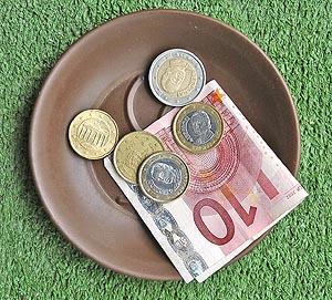 El coste del uso de efectivo para la sociedad europea está estimado en 50.000 millones de euros. (Foto: José Ayma)