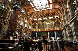 Vista interior del edificio de la Bolsa de Madrid. (Foto: Sergio González)