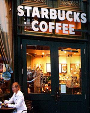 Entrada de un Starbucks. (Foto: AFP)
