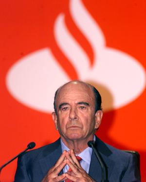 El presidente del Santander, Emilio Botín, durante una junta de accionistas del banco. (Foto: Javier Cotera)