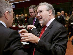 Solbes, antes de la reunión con los ministros de Economía y Finanzas de los 27 en Bruselas. (FOTO: EFE)