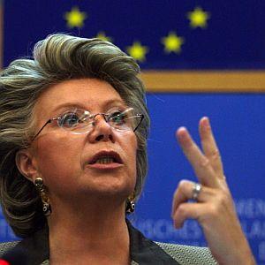 La reforma propuesta por Viviane Reding se enfrenta con los intereses de algunos gigantes como Telefónica, France Télécom y Deutsche Telekom. (Foto: AFP)